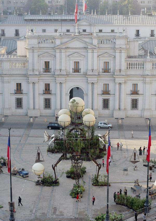 Santiago a Mil Plaza Constitución