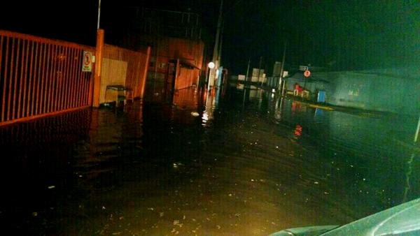 Terminal de Iquique inundado por el tsunami