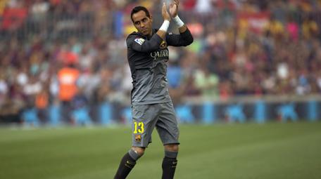 En España dan por hecho que Bravo será el arquero titular del Barcelona para iniciar la Liga