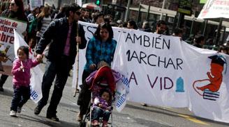 Confech cifra en más de 80 mil los participantes en la marcha por la Educación