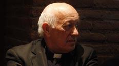 Las disyuntivas que enfrenta Ezzati por sacerdotes acusados: Apoyar a religiosos o a las presuntas víctimas