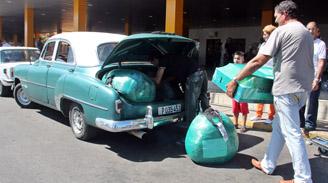 Cuba endurece reglas para ingreso de bienes de consumo que traen los viajeros