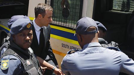 Oscar Pistorius ingresa en la cárcel de Pretoria donde cumplirá sus 5 años de condena
