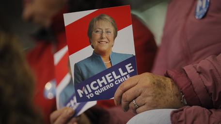 Crece ofensiva contra Bachelet: RN se suma a denuncia por facturas de campaña