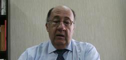 Roberto León, en su hora más difícil