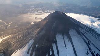 Autoridades reducen sector de alerta roja en volcán Villarrica