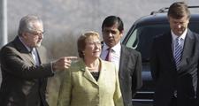Bachelet firma decreto que establece interconexión eléctrica en Chile