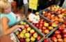 Los grandes supermercados franceses no podrán tirar comida que no vendieron
