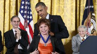 """Isabel Allende: """"Michelle y Barack Obama han demostrado ser incorruptibles"""""""