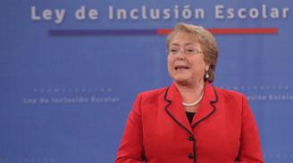 """Bachelet condenó """"acciones vandálicas"""" al terminar marchas estudiantiles: """"Ese no es el camino que Chile quiere"""""""