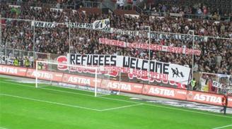 El equipo de Arturo Vidal solidariza con refugiados y donará fondos