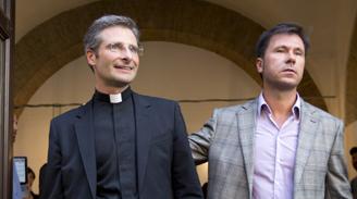 """Sacerdote polaco que se declaró homosexual se siente """"liberado"""""""